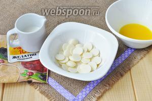 Приготовим заливку из апельсинового сока, белого шоколада, желатина и немного сливок.