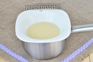 Белый шоколад растопить со сливками на паровой бане.