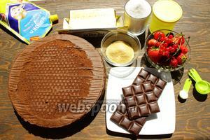 Понадобится: бисквит шоколадный (магазинный или по  этому рецепту ), сгущёнка, масло, белки — 320 грамм, сахар, желатин, ваниль, лимонная кислота, ягоды, шоколад и вдохновение.
