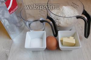 Итак, нам понадобится: мука, вода, масло, яйцо, дрожжи, соль, сахар, чай Матча.