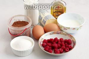 Для малинового пирога возьмём свежую малину, яйца (крупные), масло грецкого ореха (или любое растительное), сливочное масло, кефир, какао, сахар, муку, ванилин и разрыхлитель. Все продукты должны быть комнатной температуры.