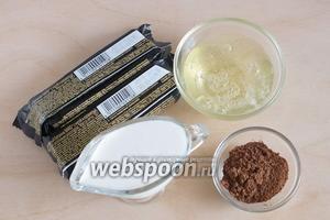 Подготовьте необходимые ингредиенты: батончики «Марс», белки, сливки (20%), какао.