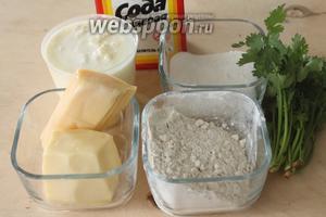 Для лепёшек нужны мука, сыр, натуральный  йогурт (мацони, катык), сода, сахар, соль и кинза.