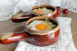 Яйца с грибами и сыром