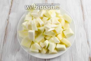 Овощи очистить, помыть. Нарезать крупными кусками.