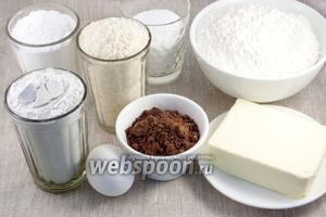 Подготовить муку, сахарную пудру, крахмал, сливочное масло, какао и кокосовую стружку.