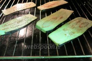 Помещаем в духовку, режим «инфракрасный нагрев с обдувом», 180ºC, запекались 17 минут.