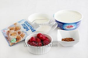 Для крема нам понадобится сыр Маскарпоне, сливки, сахарная пудра, кофейный или сливочный ликёр, малина, кофе. Вот тут возникли затруднения со взбиванием крема.