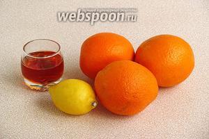 Для приготовления напитка нужно взять апельсины, половинку лимона и ликёр «Амаретто».