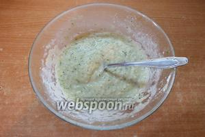 При помощи бульона разведите пюре до состояния крем-супа. Он должен слегка стекать с ложки. Но вы можете сделать его более или менее жидким (на свой вкус). Попробуйте. Если необходимо — посолите и перемешайте. Готовый крем-суп охладите 15 минут в холодильнике. Кушайте на здоровье!