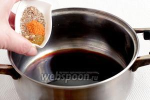 Приготовить маринад для мяса. Соевый соус смешать с растительным маслом, добавить сахар, специи. Осторожно со специями для жарки мяса, там содержится соль. Соевый соус лучше взять средней концентрации, обычный.
