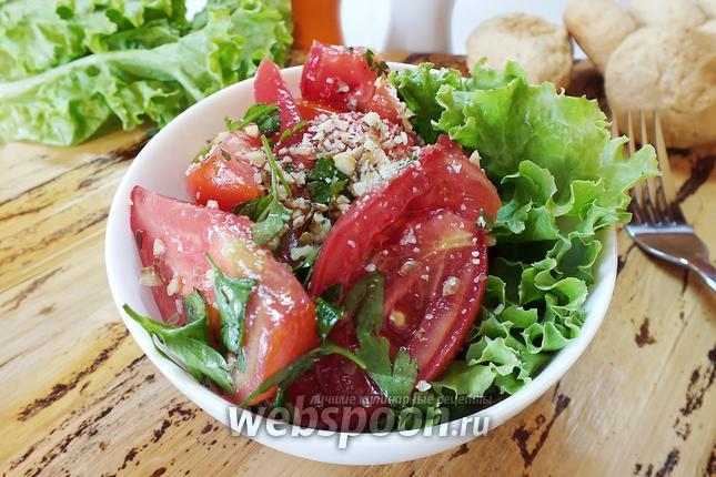 Фото Помидорный салат с семенами льна и грецкими орехами
