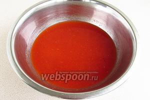 Готовый соус протереть через сито для удаления кожицы и семян помидоров. При необходимости массу подсолить.