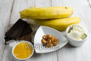 Тем временем приготовить крем. Для этого нужно взять: бананы, шоколад, сливочный сыр, мёд, миндальную крошку.