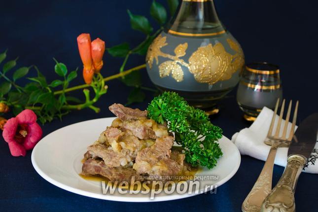 Фото Говядина в луковом соусе по-французски