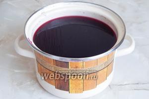 Процеживаем напиток и наслаждаемся его вкусом. Такой компот очень вкусен как тёплым, так и в холодном виде.