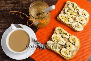 Тосты с миндальным маслом и бананом