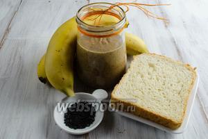 Чтобы приготовить такой завтрак, нужно взять миндальное масло, хлеб для тостов, бананы, черный кунжут.