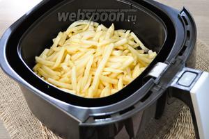 Мультипечь разогрейте до 200ºC 3 минуты после звукового сигнала выложите картофель в чашу и поставьте в печь. В работе мультипечь PHILIPS HD 9235.