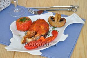 Рыба гриль под соусом маринара с запечёнными овощами