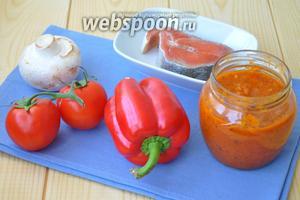 Приготовим продукты на одну порцию рыбу (у меня кижуч), соус маринара, помидоры, перец, грибы.
