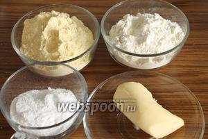 Для печенья нужны мука кукурузная, пшеничная, сливочное масло, сахарная пудра и соль.