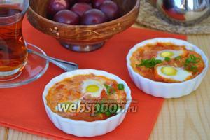 Шакшука с перепелиными яйцами
