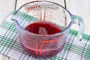 Тщательно отмерить количество образованного сока и по этому количеству рассчитать количество сахара. На каждые 1/2 литра сока добавляем 650 грамм сахара.