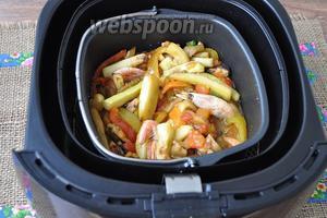 Соус из овощей и морепродуктов готов.