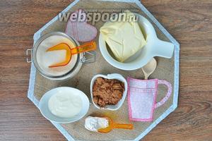 Для торта приготовим муку, какао, масло, сахар, сметану жирную, орехи грецкие по желанию, я использую пекан. Для крема ещё понадобится варёная сгущёнка, кофе очень мелкого помола.