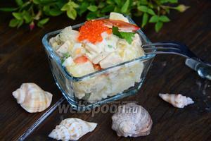Тёплый салат из картофеля и консервированного кальмара
