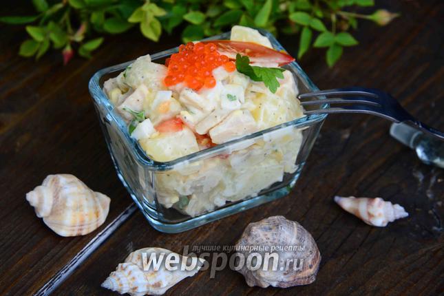Фото Тёплый салат из картофеля и консервированного кальмара