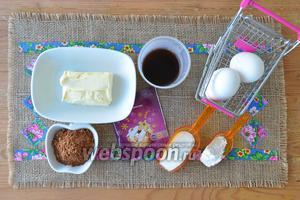 Прежде всего сварите очень крепкий кофе. Я варила сразу для теста, пропитки и мусса. Приготовьте яйца, масло, муку, какао, сахар, ванилин.
