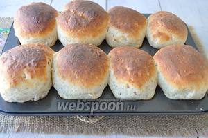Готовый хлеб вынуть из духовки.