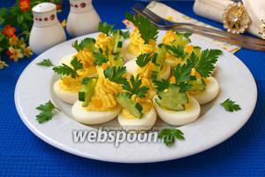 Яйца фаршированные сыром фета