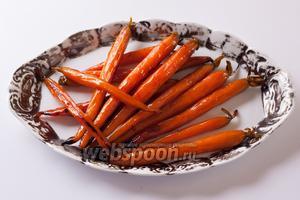 Готово! Вкус — пальчики оближешь! (И лоточек дочиста вылижешь, потому что самое потрясающее в этом блюде — соус!)