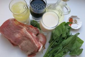 Потребуется: мясо, лук, шпинат, молоко (сливки), вино и мята  для маринада, говяжий бульон, перец, соль, паприка, масло для жарки.