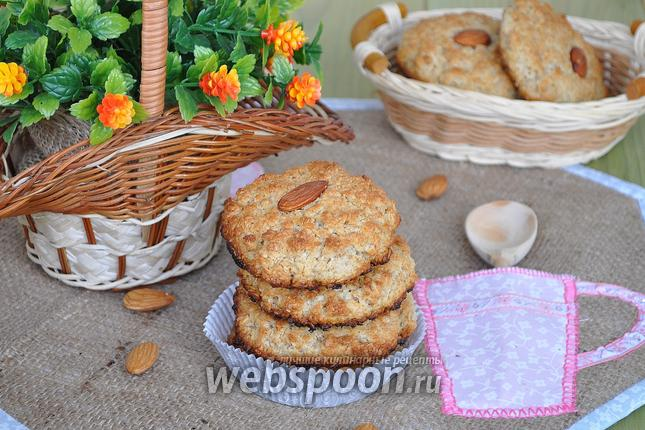 Фото Печенье из овсяных хлопьев, миндальной муки и кокосовой стружки