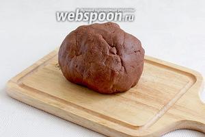 Тесто собрать в шар. Долго месить его не советую, тогда печенье получается просто тающим, рассыпчатым.