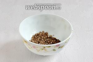 Зиру и кориандр растереть ступкой до появления запаха. Добавить чёрный перец и паприку, по желанию.