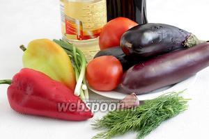 Для салата из жареных овощей возьмём баклажаны (не слишком крупные), помидоры, сладкий перец разных цветов, соевый соус, укроп, зелёный лук, чеснок, растительное масло.
