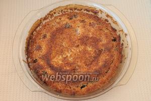 Пирог снова поставить в духовку и печь ещё 25-30 минут.Остудить пирог в форме, дать ещё немного постоять. Пирог нарезать на порции холодным. Нежный и ароматный пирог готов! Приятного аппетита!