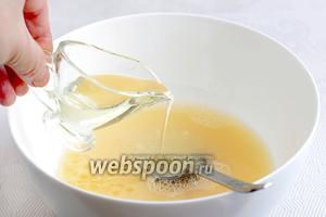 Затем — растительное масло 2 ст. ложки.