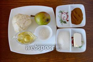 Для приготовления пирога нам понадобятся: груша, слоёное тесто, сахар, мука пшеничная, вино белое полусладкое, корица, ванилин.