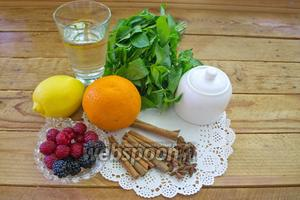 Для приготовления чая нам необходимо взять: лимон, апельсин, воду, мяту свежую, сахар, корицу в палочках, бадьян, свежие ягоды. У меня малина и ежевика, но можно другие, на ваш выбор. Например, вишня.