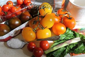 Для маринования взять цветные помидоры, лист хрена, соль, сахар, уксус, сладкий перец, набор сухих пряностей для засолки овощей (горчичное семя, перец чёрный и душистый горошек, зёрна кориандра, семя укропа, морковь, пастернак, чеснок, гвоздика, петрушка, тмин, лавровый лист, базилик, эстрагон). Если будете брать пряности свежие, то, соответственно, количество соли и сахара нужно слегка увеличить, так как зелень тоже будет мариноваться.