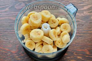 Замороженные бананы, взбить в блендере (если туго, можно добавить чуть сливок или молока).