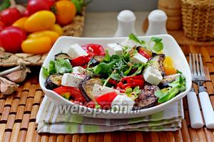 Салат с баклажанами и козьим сыром