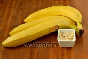 Для приготовления мороженого нам понадобятся  крупные бананы и арахисовая паста (масло).