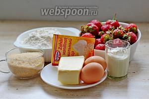 Для приготовления пирога нам понадобится для теста: 2 небольших яйца, сливочное масло (его надо будет растопить), коричневый сахар (можно белый) ,ванилин, разрыхлитель, соль, сметана (или йогурт, на выбор). Для начинки используем свежую клубнику (можно не в сезон — замороженную). Для подачи: сахарная пудра и взбитые сливки (по желанию).